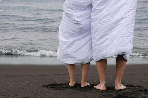 Foto profissional grátis de água, amor, ao ar livre, areia