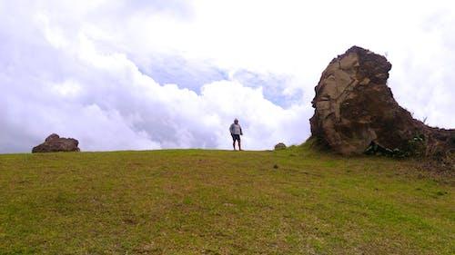Foto profissional grátis de campo de grama, colina, colina de oração, manado