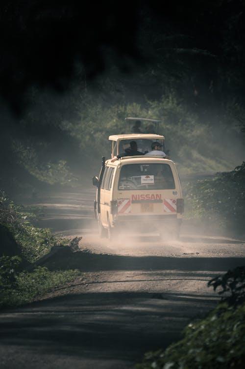 Základová fotografie zdarma na téma akce, auto, bouře, cestování