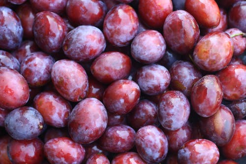 Red Round Fruits