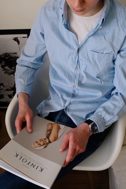 Ảnh lưu trữ miễn phí về áo sơ mi, báo chí, cái ghế, căn hộ