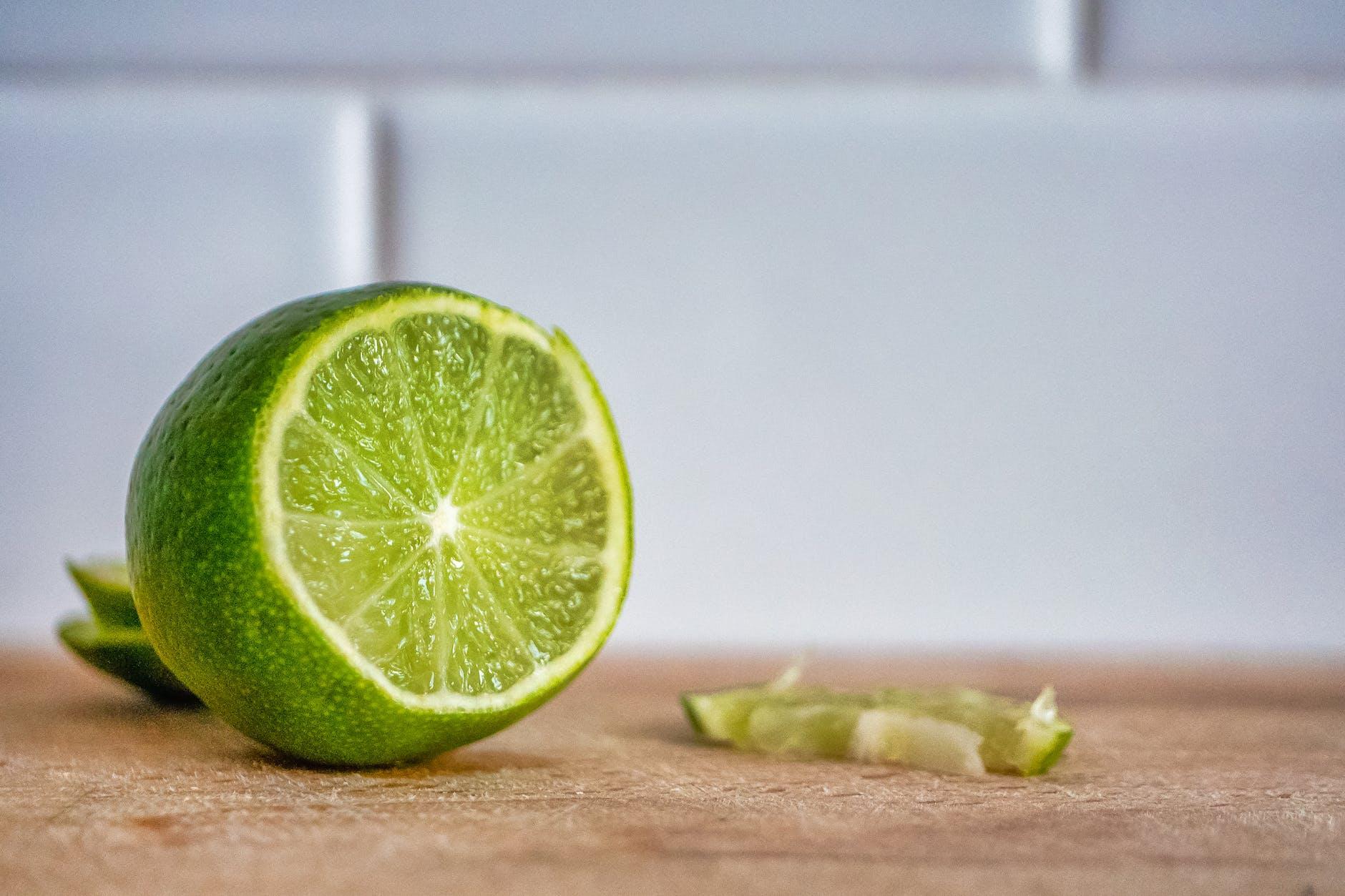 lumuri dengan jeruk nipis atau jahe