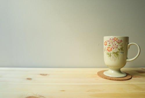 Free stock photo of de madera, fondo blanco, mesa