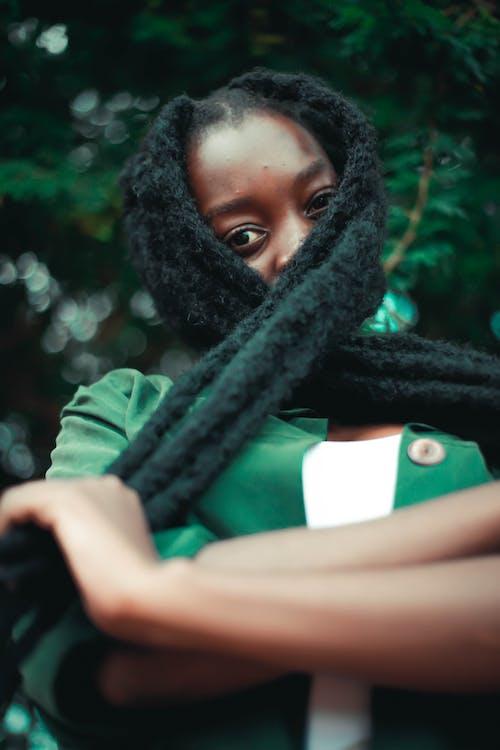 Základová fotografie zdarma na téma afroameričanka, černoška, dredy, osoba