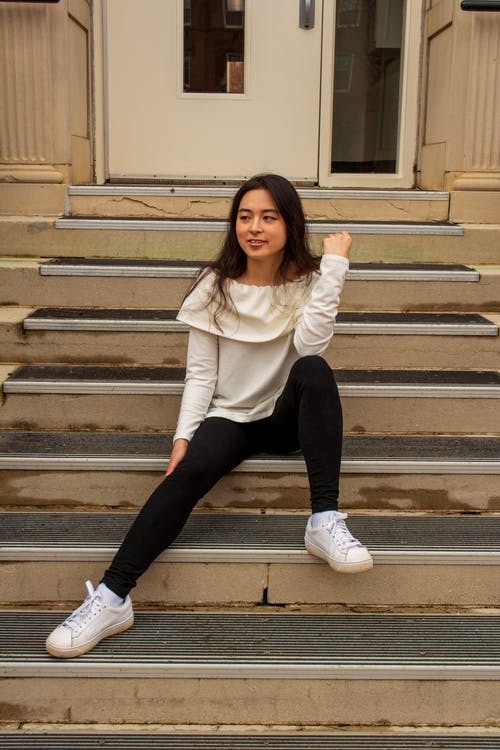 Free stock photo of brown hair, posing, sitting