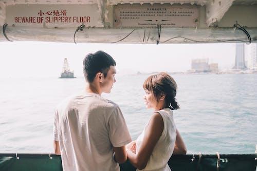 Kostenloses Stock Foto zu abenteuer, asiatisches paar, ausflug, badeort