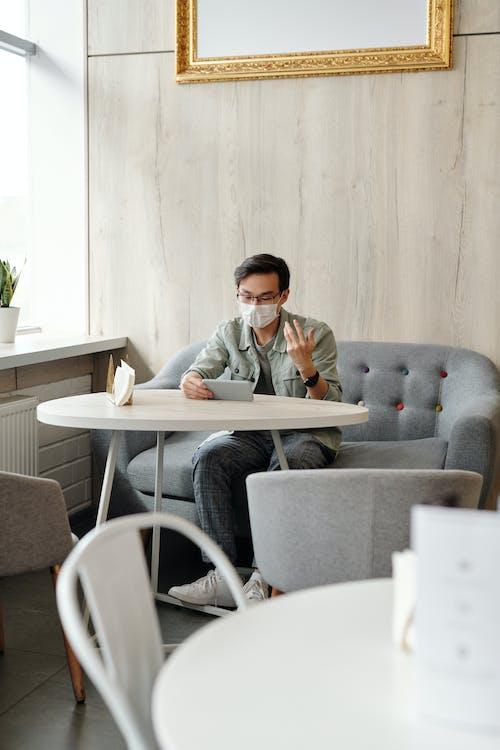 Kostenloses Stock Foto zu ansteckend, asiatischer mann, ausbruch