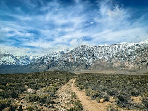 Безкоштовне стокове фото на тему «skyscape, блакитне небо, гірський хребет»
