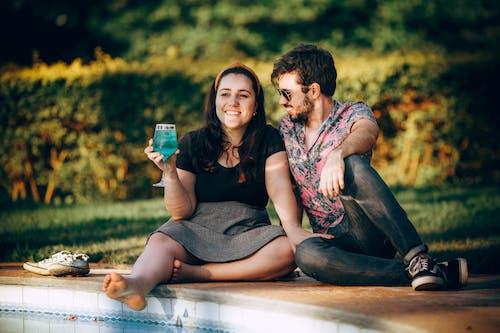 Безкоштовне стокове фото на тему «боке, веселий, взаємодія, винний бокал»