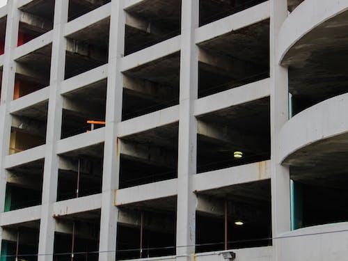 Fotos de stock gratuitas de aparcamiento, aparcando, Edificio abandonado