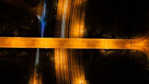 Gratis stockfoto met autoweg, avond, begeleiding, belicht