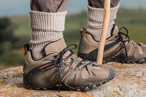 Fotos de stock gratuitas de actividad, aventura, calcetines, calzado