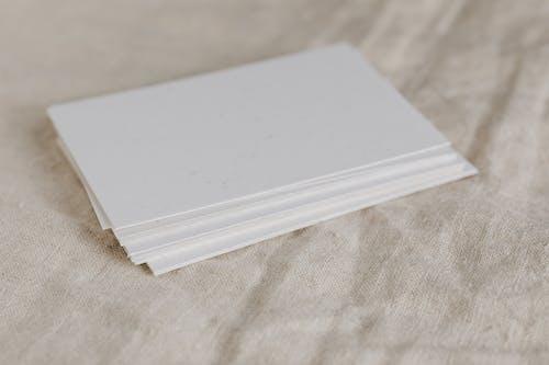Kostenloses Stock Foto zu gestapelt, grazil, klar, papiere