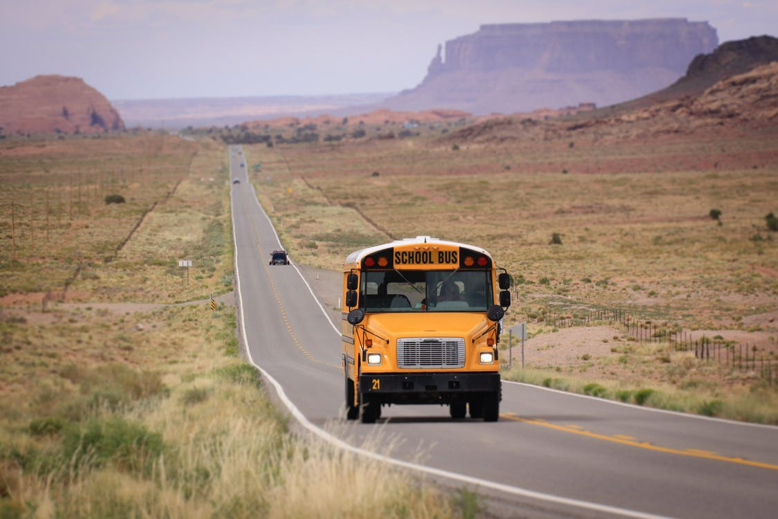 Arizona, Monument Valley, školský autobus