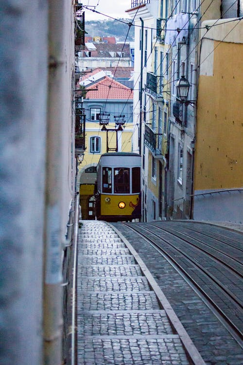 Free stock photo of cable car, hill, Lisbon