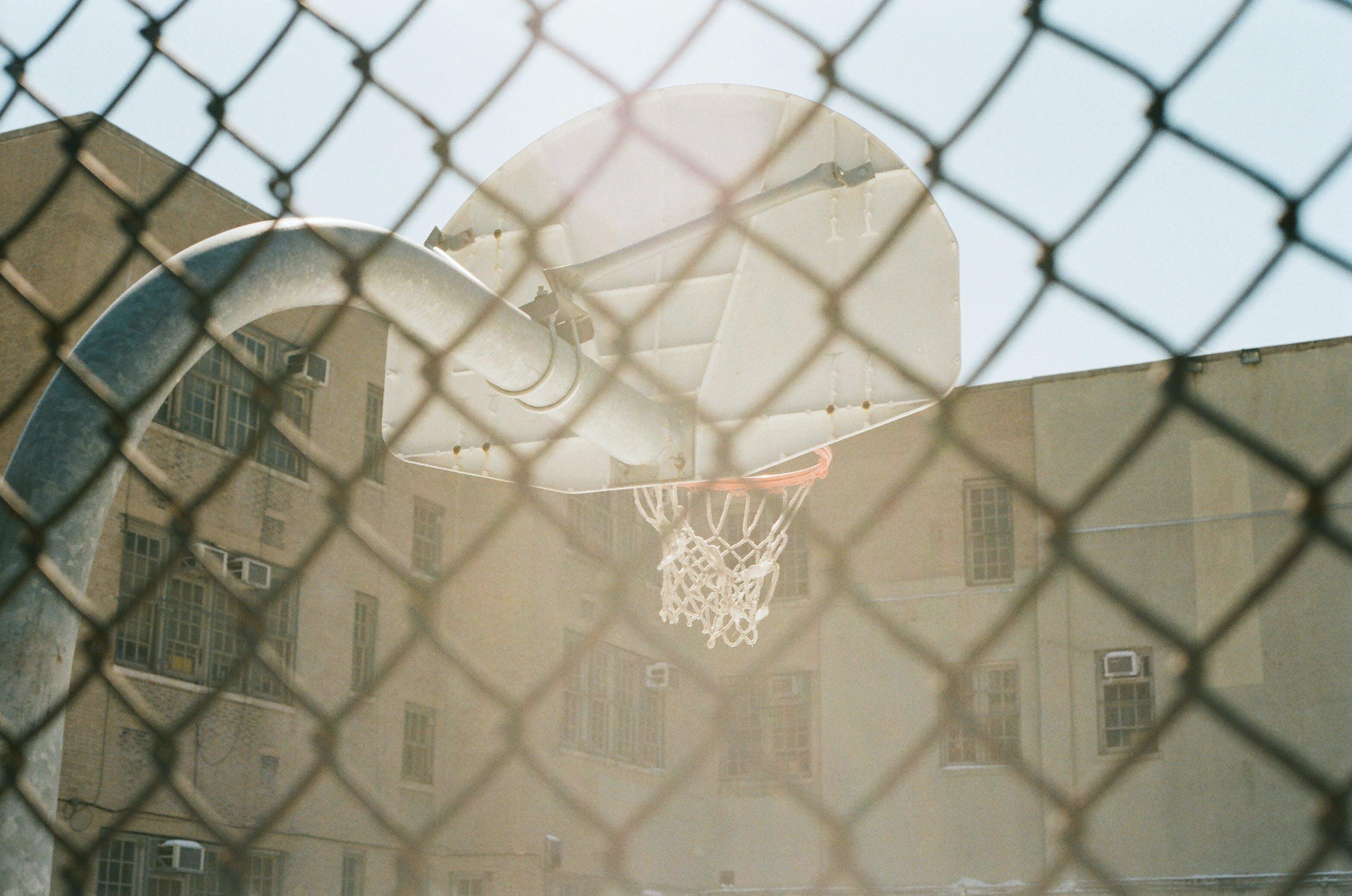 Kostenloses Stock Foto zu band, barriere, basketball, basketball platz