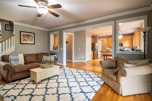 Foto d'estoc gratuïta de apartament, arquitectura, cadira, cadira fàcil