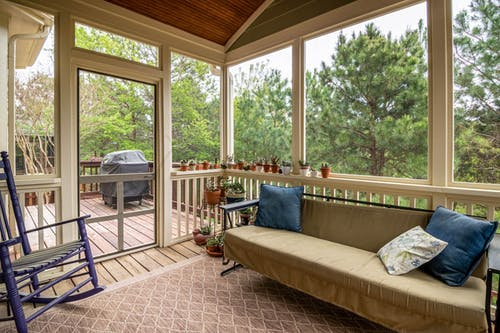 Foto d'estoc gratuïta de arquitectura, cadira, casa, família