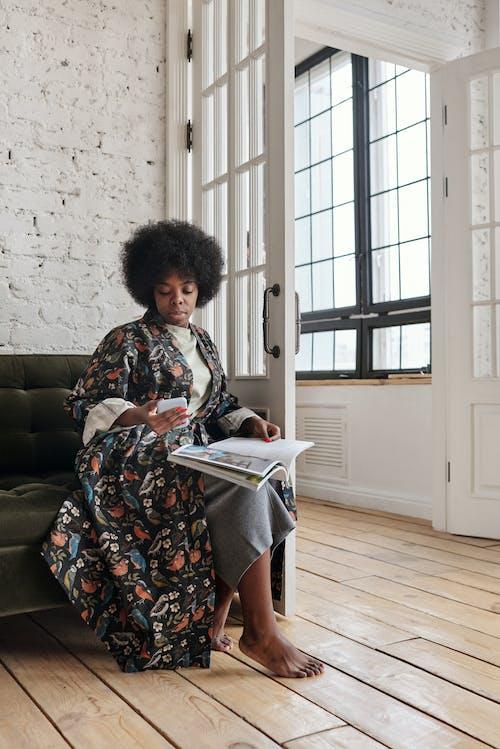休閒, 光腳, 呆在家裡, 女人 的 免費圖庫相片