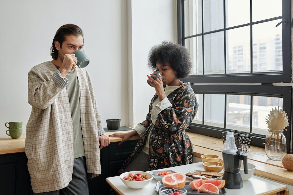 Couple drinking coffee.   Photo: Pexels
