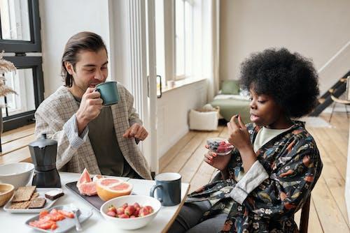 アダルト, アフリカ系アメリカ人女性, インドア, おとこの無料の写真素材