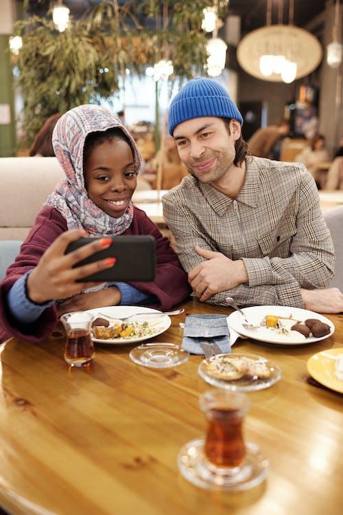 Gratis arkivbilde med bord, daddel, dato, hijab