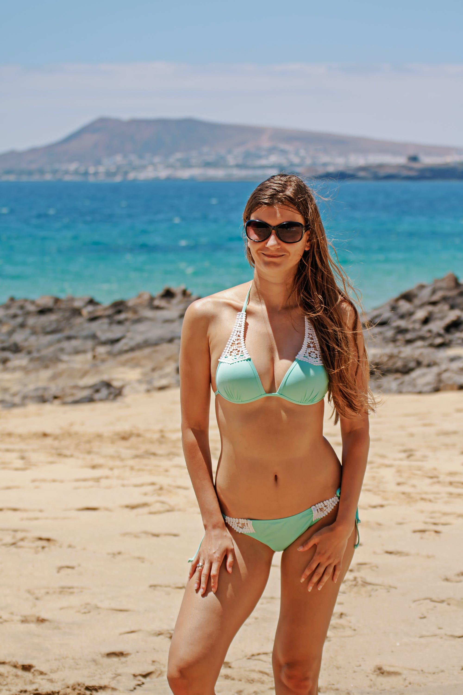 Foto stok gratis air, batu, bikini, cewek