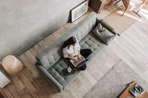 Foto profissional grátis de aconchego, aparelho, apartamento, assento