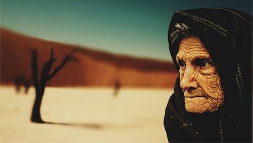 anneanne, çöl, Kadın, kişi içeren Ücretsiz stok fotoğraf