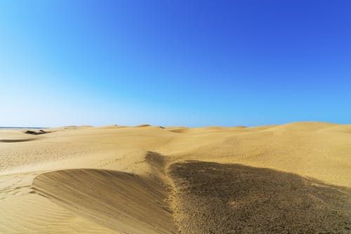 Ilmainen kuvapankkikuva tunnisteilla aavikko, aurinkoinen, autiomaa, dyyni