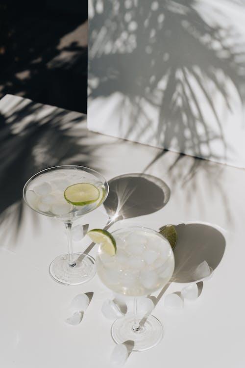Kostenloses Stock Foto zu alkoholisches getränk, cocktail, cocktailglas
