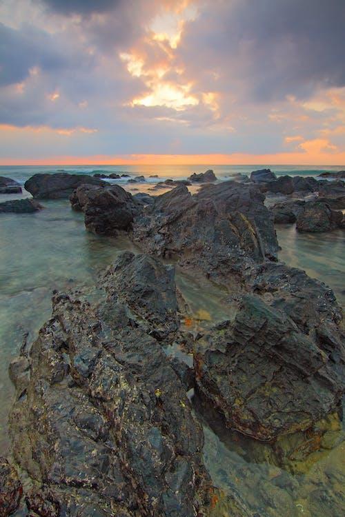 Ilmainen kuvapankkikuva tunnisteilla aamu, hiekkaranta, idyllinen, kivet
