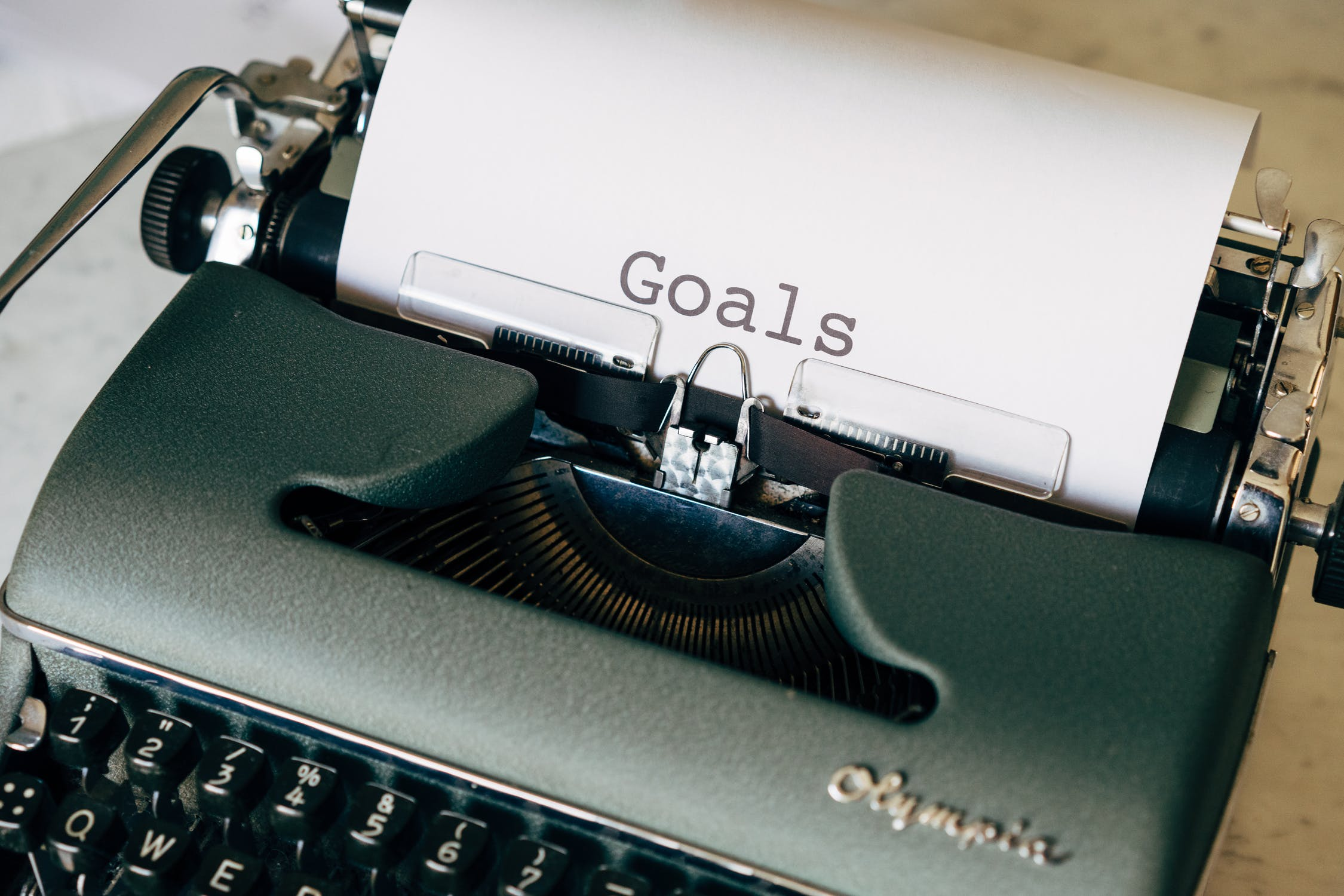 Typewriter with the word Goals typed