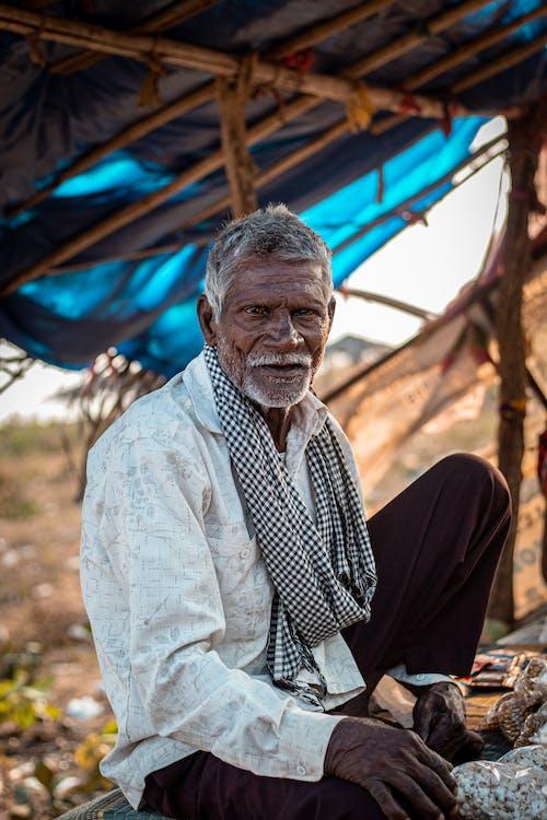 Foto profissional grátis de adulto, ao ar livre, avô