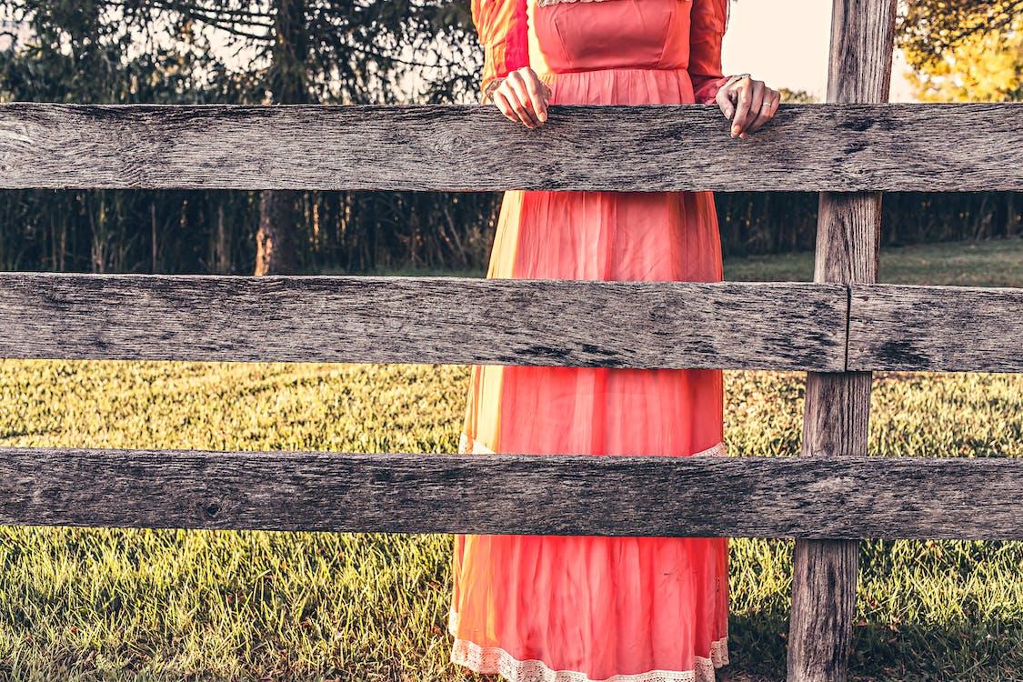femeie, fetiță de fermă, haine