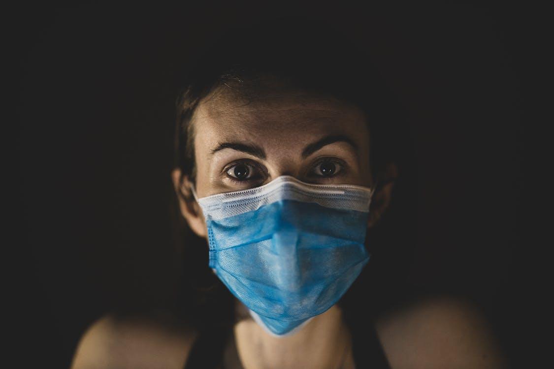 Foto profissional grátis de adulto, ameaça, assistência médica