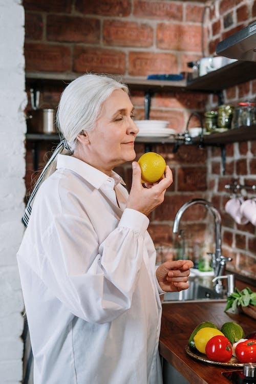 Ingyenes stockfotó arckifejezés, beltéri, citrom, család témában