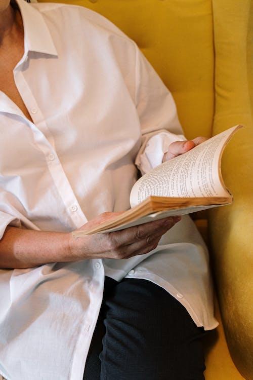 Základová fotografie zdarma na téma babička, bez tváře, bílá košile