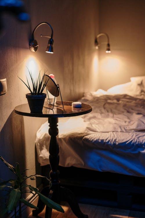 Безкоштовне стокове фото на тему «атмосферний вечір, білизна, вдома»