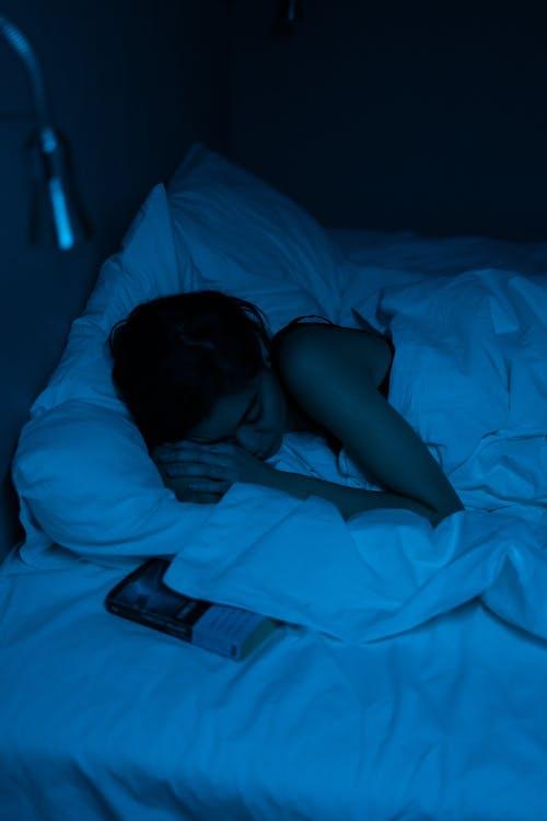 Безкоштовне стокове фото на тему «азіатська дівчина, азіатська жінка, атмосферний вечір»