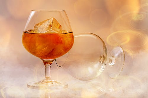 Clear Short Stem Wine Glass With Beverage