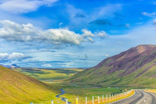 Photos gratuites de autoroute, beau paysage, campagne, champ d'herbe