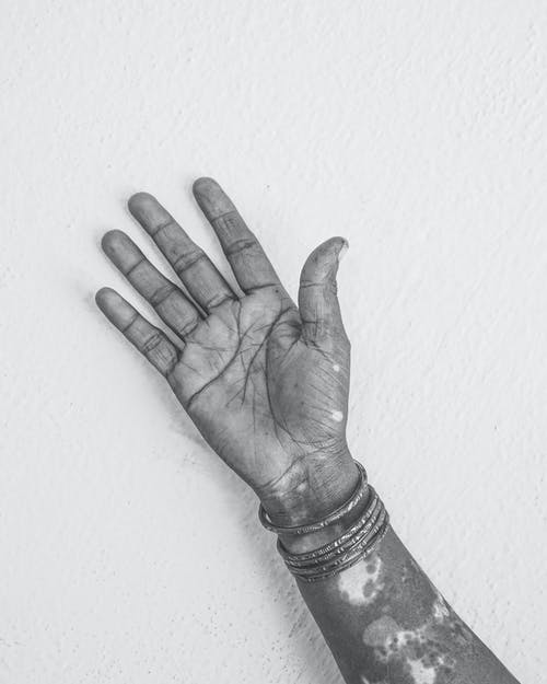 Gratis stockfoto met arm, armbanden, eenkleurig