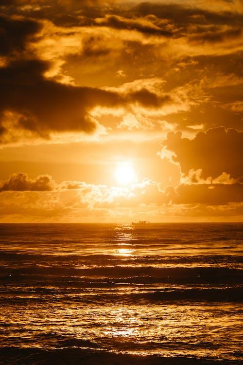 Darmowe zdjęcie z galerii z dramatyczny, lato, morze, ocean