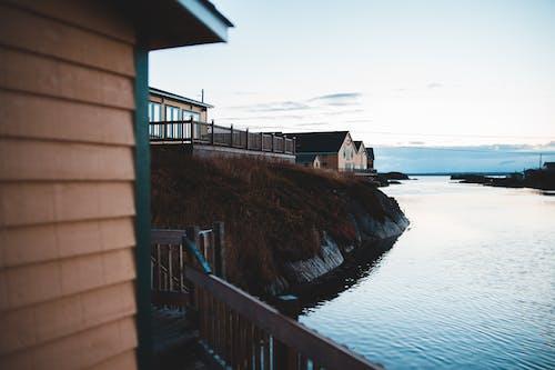 Immagine gratuita di acqua, alba, case