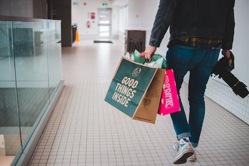 Foto stok gratis berbelanja, biasa saja, bisnis, dalam ruangan