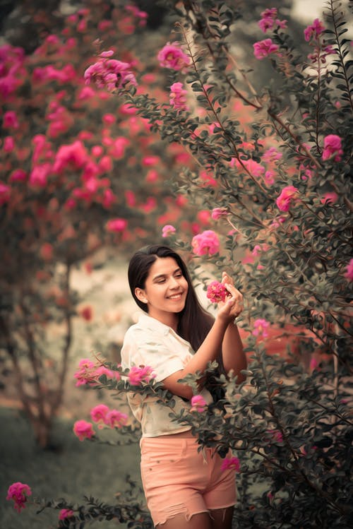 Gratis stockfoto met aantrekkelijk mooi, achtergrond wazig, Aziatische vrouw, blij