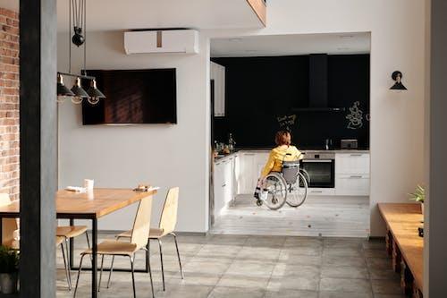 Δωρεάν στοκ φωτογραφιών με αναπηρία, αναπηρική καρέκλα, αναπηρικό καροτσάκι, άνθρωπος