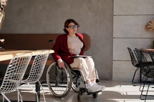 Foto profissional grátis de assistência médica, cadeira de rodas, café, cafeteria