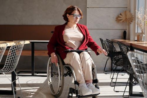 Foto profissional grátis de assistência médica, cadeira de rodas, cafeteria, cômodo